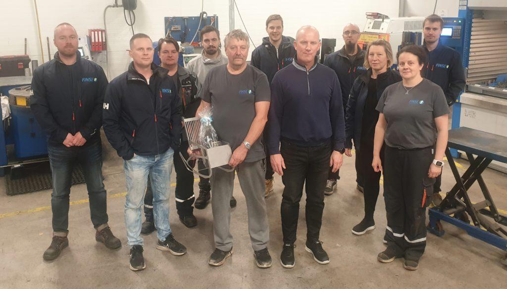 Työkaverit saattelivat Kari Hokkasen eläkkeelle yli 30 vuoden työuran jälkeen. Hokkanen on toiminut firmassa sekä yrittäjänä että työntekijänä.